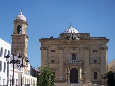 Detalle del frontón de la Iglesia Mayor (Chiclana)