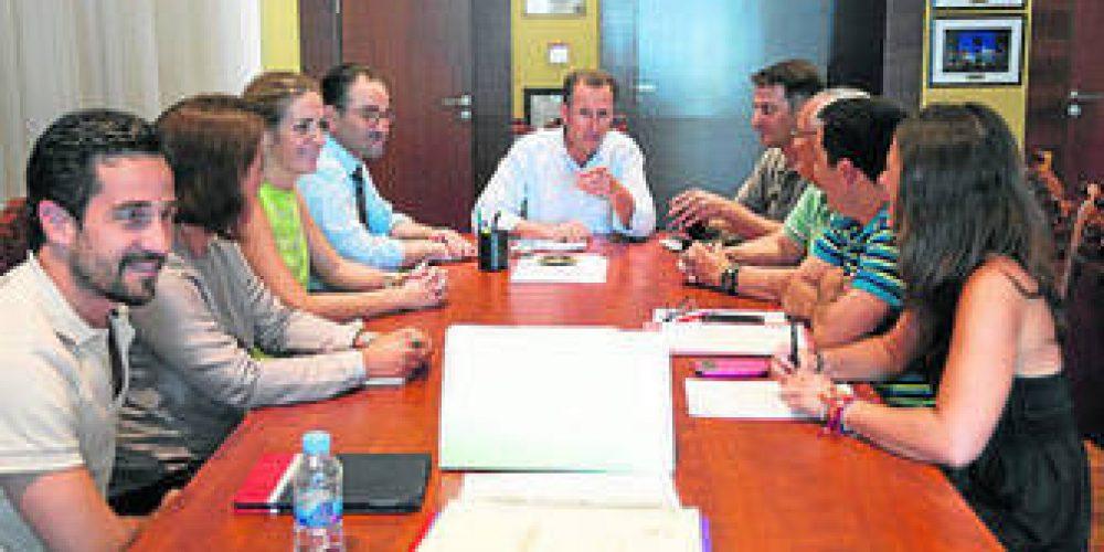 El Ayuntamiento se reúne con la asociación de hosteleros