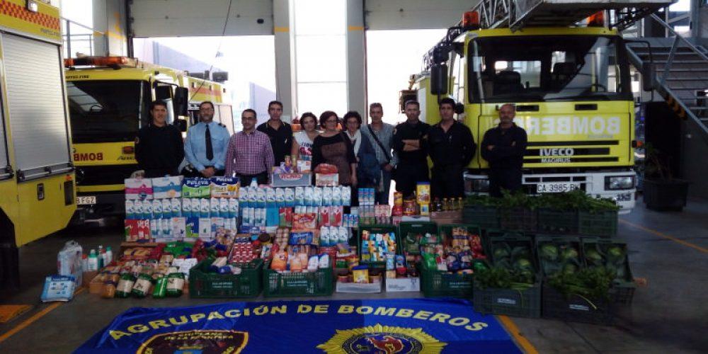 El Parque de Bomberos entrega a Cáritas alrededor de 1.400 kilos de alimentos